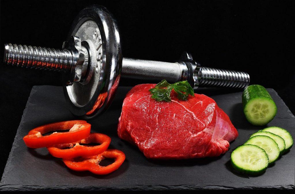 ダンベルと食品の画像