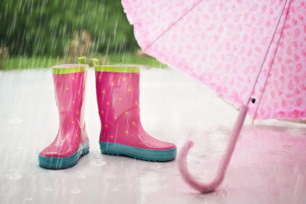 長靴と傘の画像
