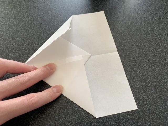紙飛行機の作り方の説明画像